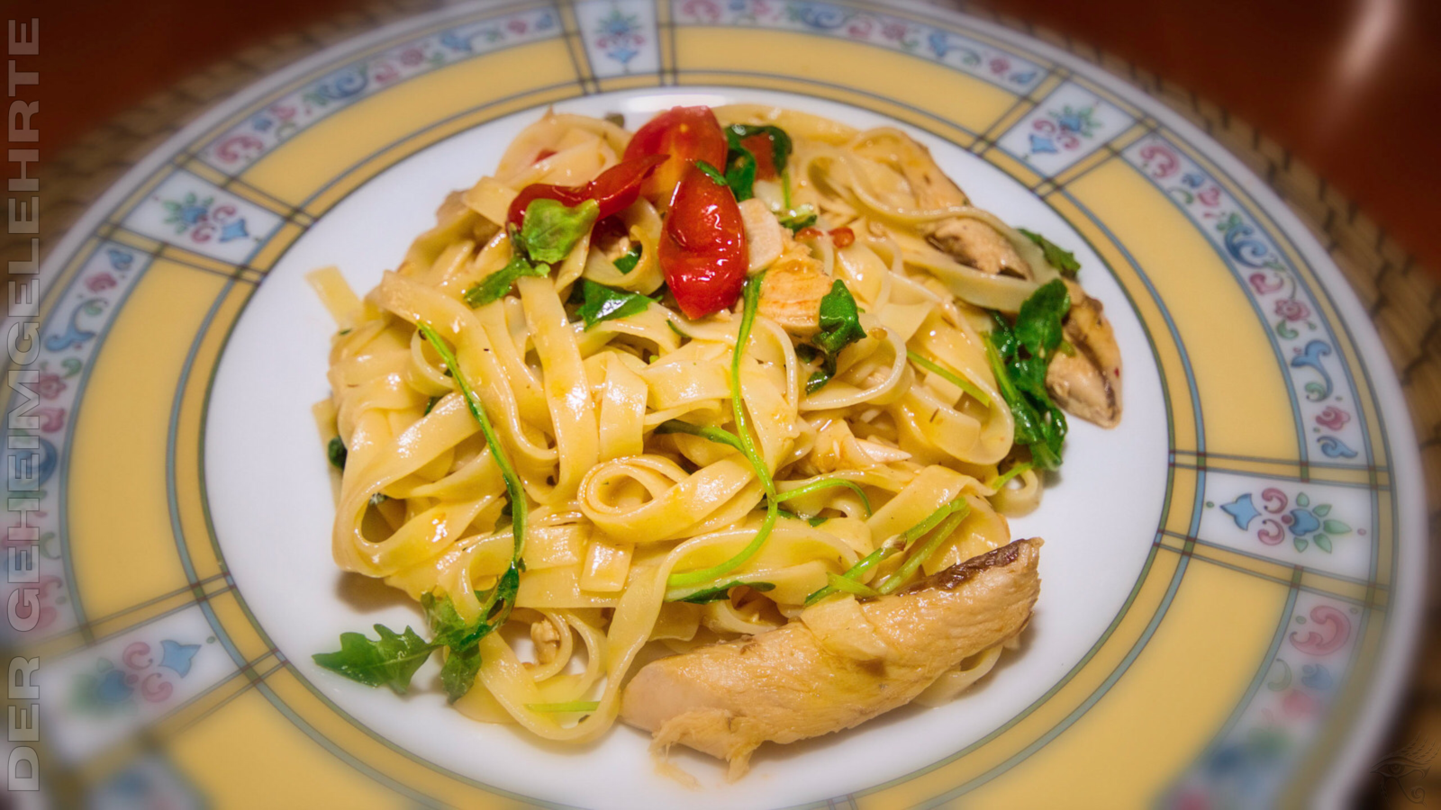 Tagliatelle mit Makrele, Tomaten und Rucola